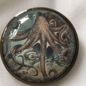 Octopus brooch pin